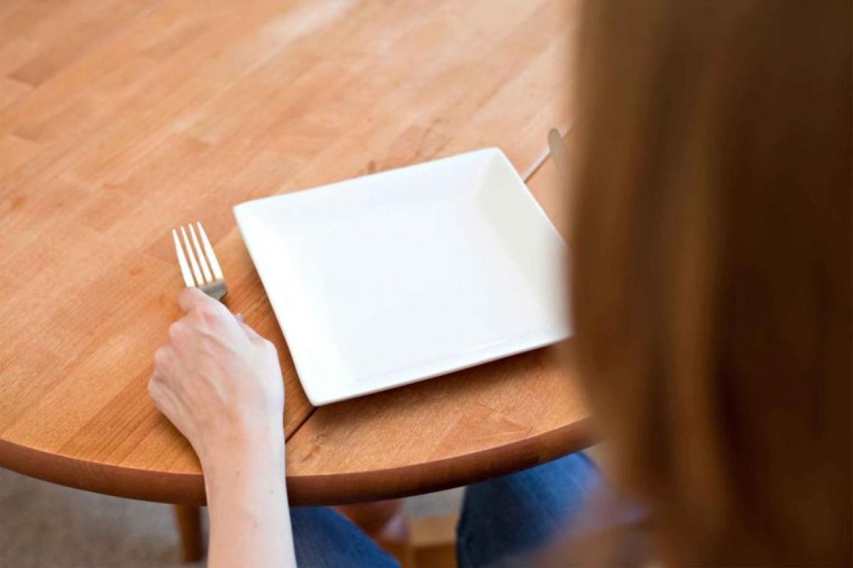 Các chứng rối loạn ăn uống: Nghiên cứu đã cho thấy những thay đổi về hormone và cấu trúc cơ thể sau thời kỳ mãn kinh có liên quan trực tiếp đến nguy cơ mắc các chứng rối loạn ăn uống.