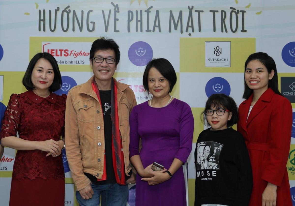 Chị Chử Thanh Hương trong buổi hội thảo về Kĩ năng và tương lai cho trẻ khiếm thính.