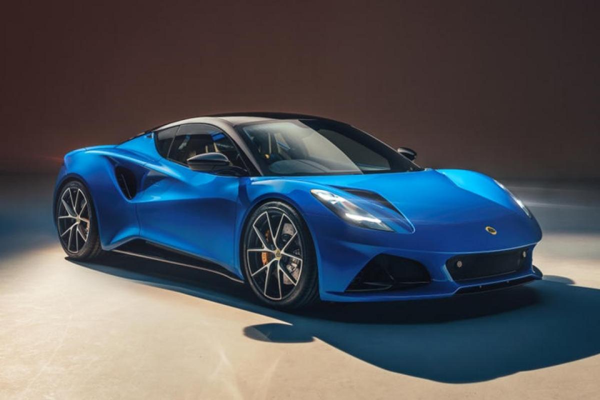 Lotus Emira là mẫu xe thể thao thế hệ mới của hãng, thay thế cả 3 mẫu xe trước đó là Evora, Elise và Exige đều đã có tuổi.