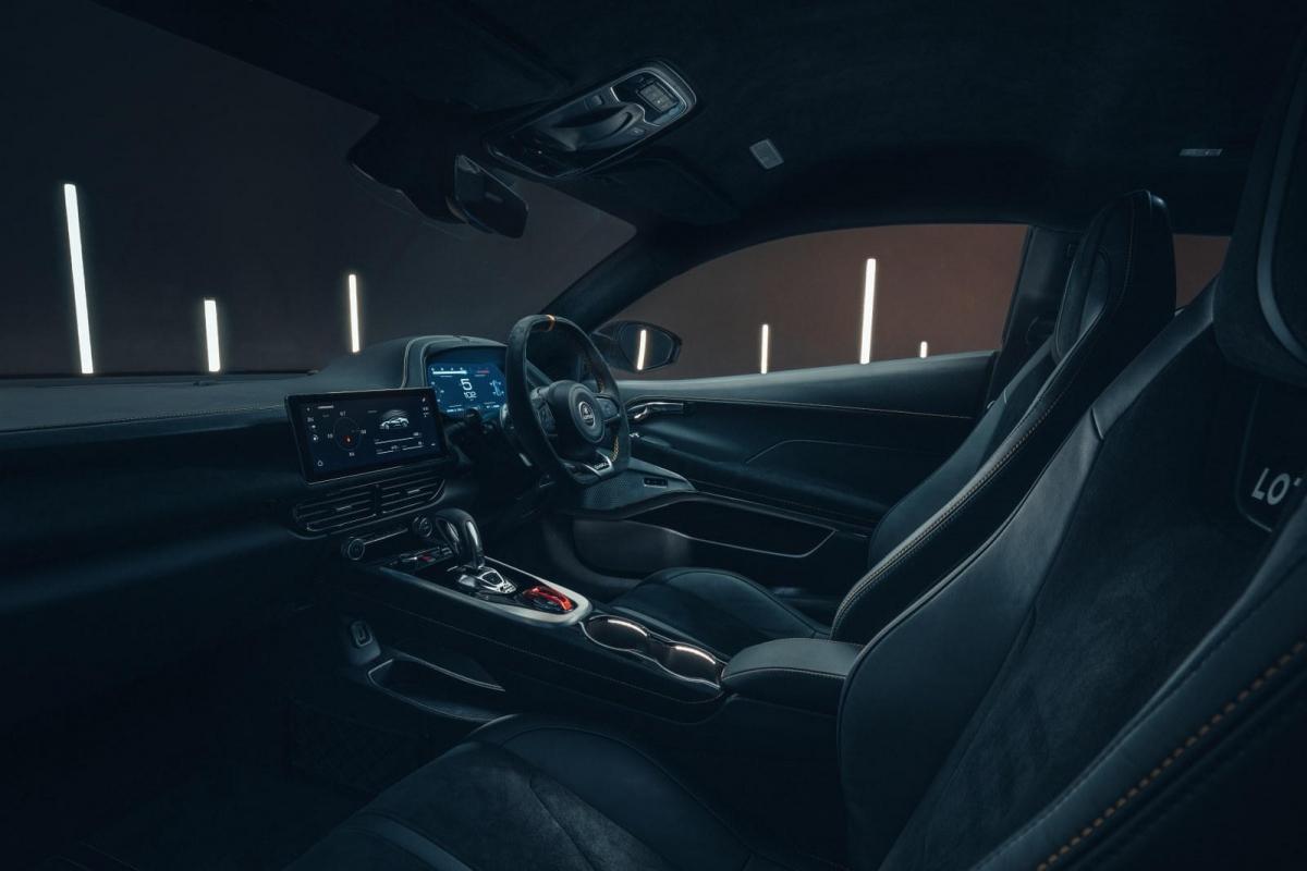 Công nghệ kết nối Apple CarPlay và Android Auto đều được trang bị bên cạnh các tiện ích như kiểm soát hành trình thích ứng, cảnh báo rời làn đường, hỗ trợ rời làn đường…