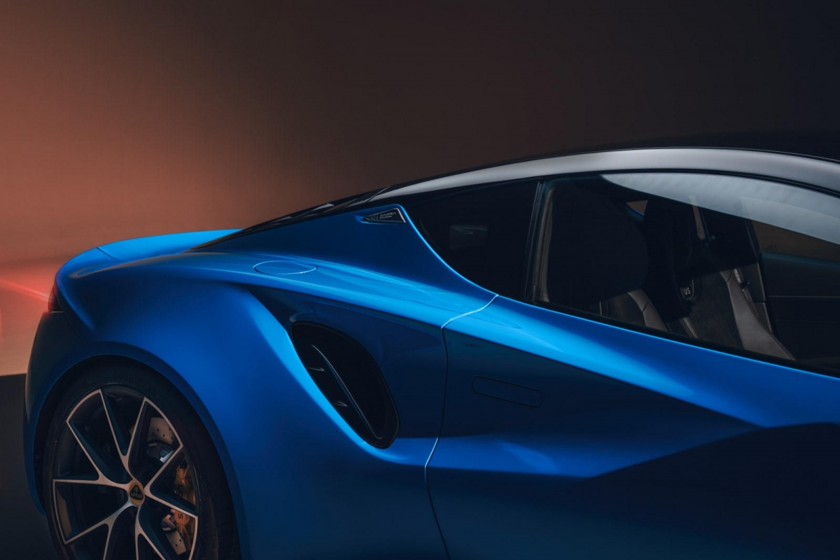 Về phần động cơ V6, nó có công suất 400 mã lực và 430 Nm mô-men xoắn.