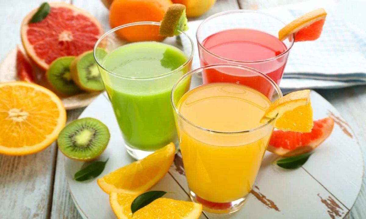 Khi ép trái cây, nhiều chất xơ lành mạnh sẽ bị mất đi. Chất xơ làm chậm quá trình hấp thụ đường trong trái cây, do đó, tiêu thụ ở dạng lỏng thay vì ăn cả trái cây sẽ dẫn đến lượng đường trong máu tăng nhanh hơn. Lượng đường fructose tăng cao không chỉ gây độc cho gan mà còn gây căng thẳng cho tuyến tụy, đặc biệt là khi dạ dày trống rỗng. Thay vào đó, các chuyên gia dinh dưỡng khuyên bạn nên ăn cả trái cây, cùng với protein chẳng hạn như bơ hạt.