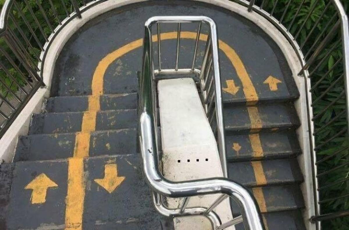 Thiết kế cầu thang khiến người dùng không biết nên đi lên hay đi xuống.