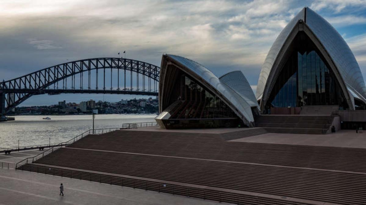 Nhà hát Opera Sydney ở Australia gần như trống trơn. Ảnh: NYT