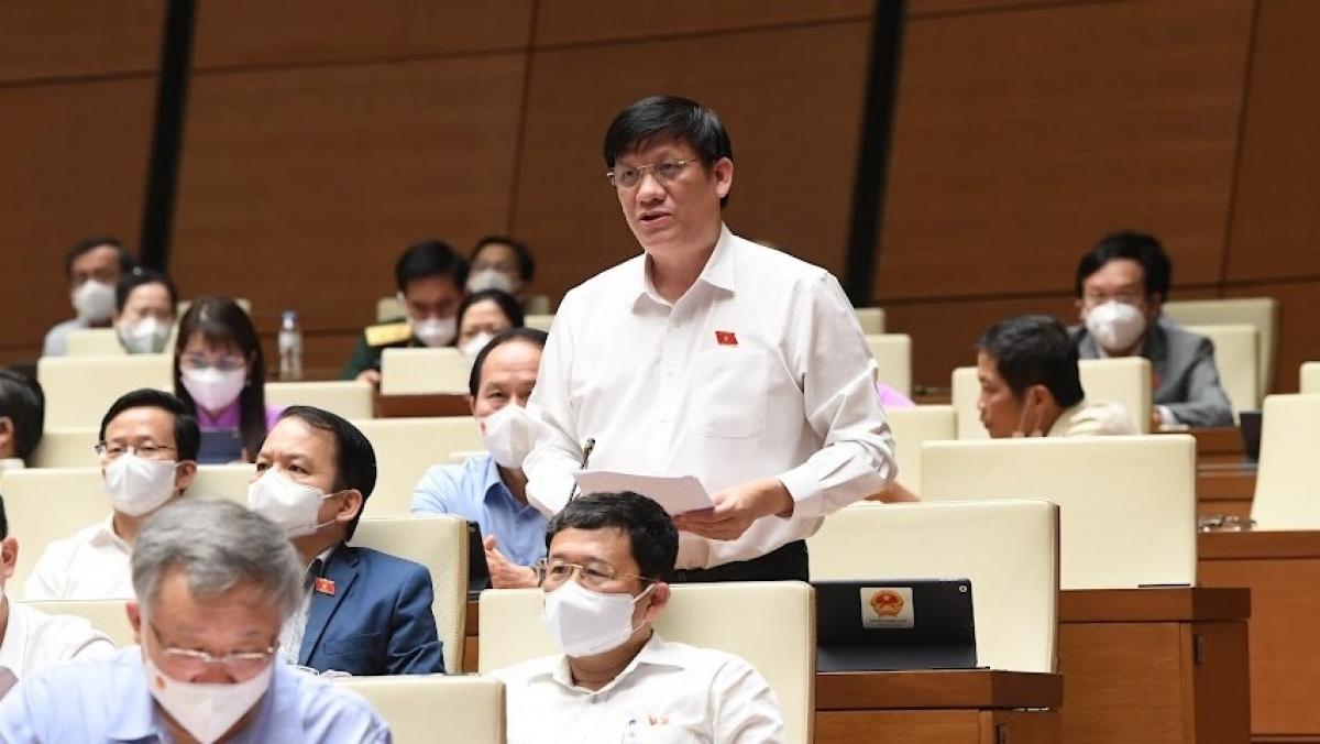 Bộ trưởng Bộ Y tế Nguyễn Thanh Long trình bày trước Quốc hội chiều 25/7.