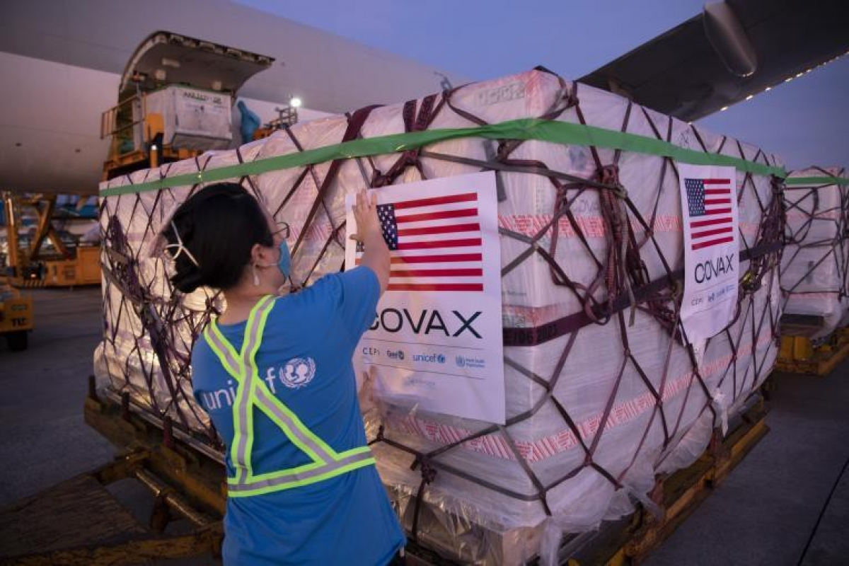 The US-donated Moderna vaccine shipments are channelled through COVAX. (Photo: UNICEF)