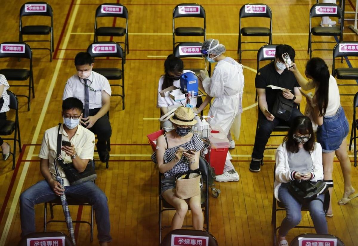 Tiêm chủng vaccine Covid-19 ở Bệnh viện Đại học Quốc gia Đài Loan ở Đài Bắc ngày 21/7. Ảnh: Getty