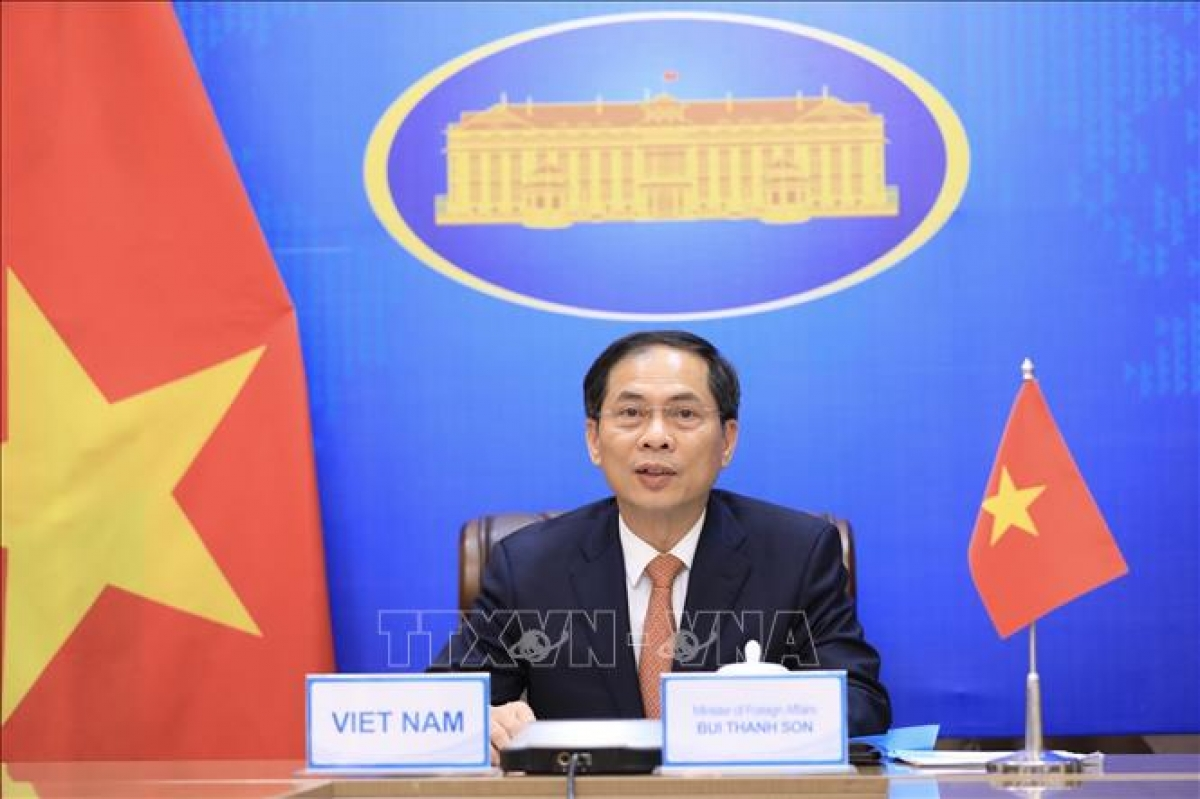Vietnamese FM Bui Thanh Son speaks at the conference