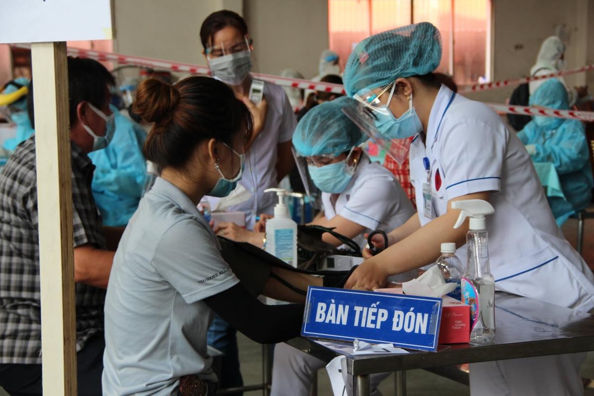 Công nhân được tiêm vaccine phòng Covid-19 tại Khu chế xuất Linh Trung II, TP Thủ Đức.