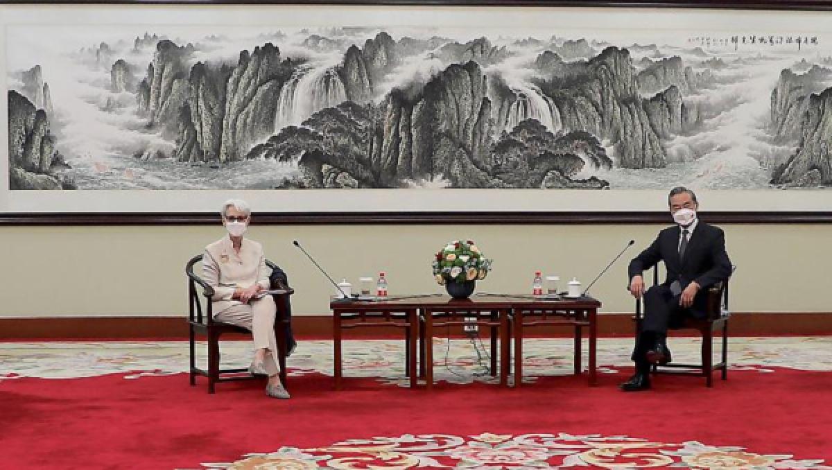 Thứ trưởng Ngoại giao Mỹ Wendy Sherman gặp Ngoại trưởng Trung Quốc Vương Nghị tại Thiên Tân, Trung Quốc ngày 26/7. Ảnh: CNN