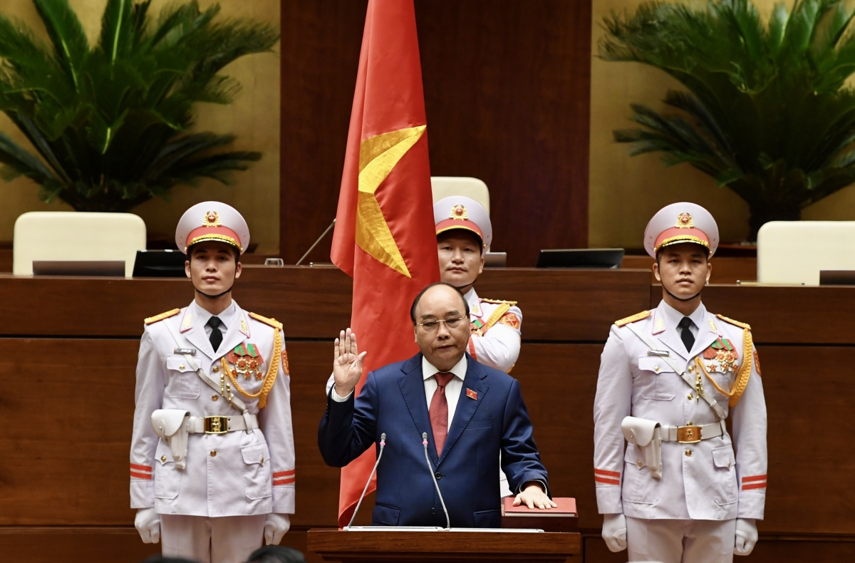 Chủ tịch nước Nguyễn Xuân Phúc tuyên thệ trước Quốc hội.