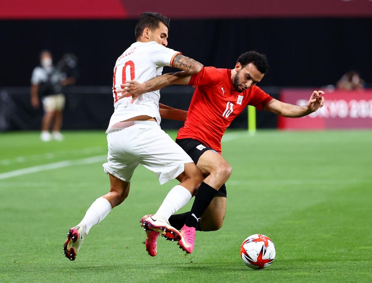 Hiệp 1 không may mắn với các cầu thủ Tây Ban Nha. (Ảnh: Reuters).