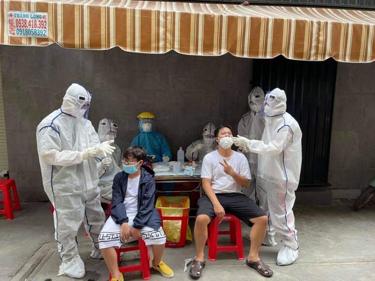 Truy vết lấy mẫu ở quận Tân Bình (Ảnh tư liệu từ TTYT quận Tân Bình)