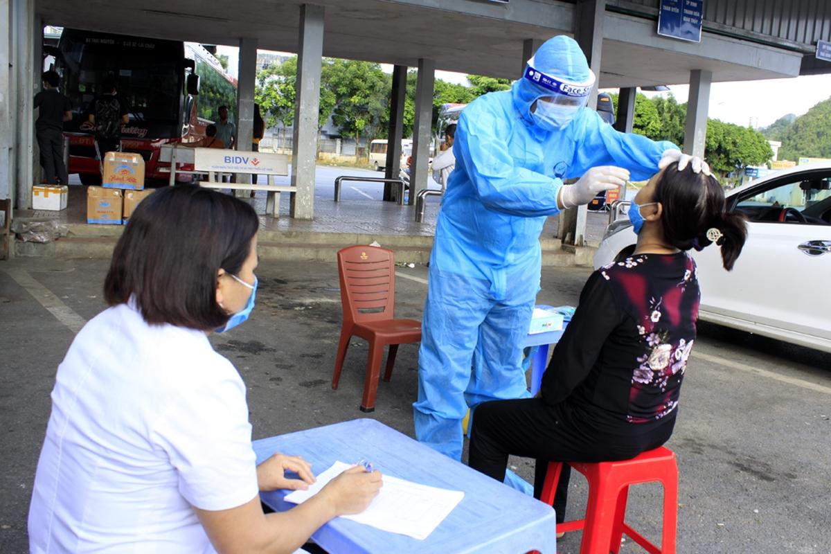 100% mẫu test nhanh ngẫu nhiên tại chợ đầu mối và bến xe khách tỉnh Lai Châu cho kết quả âm tính.