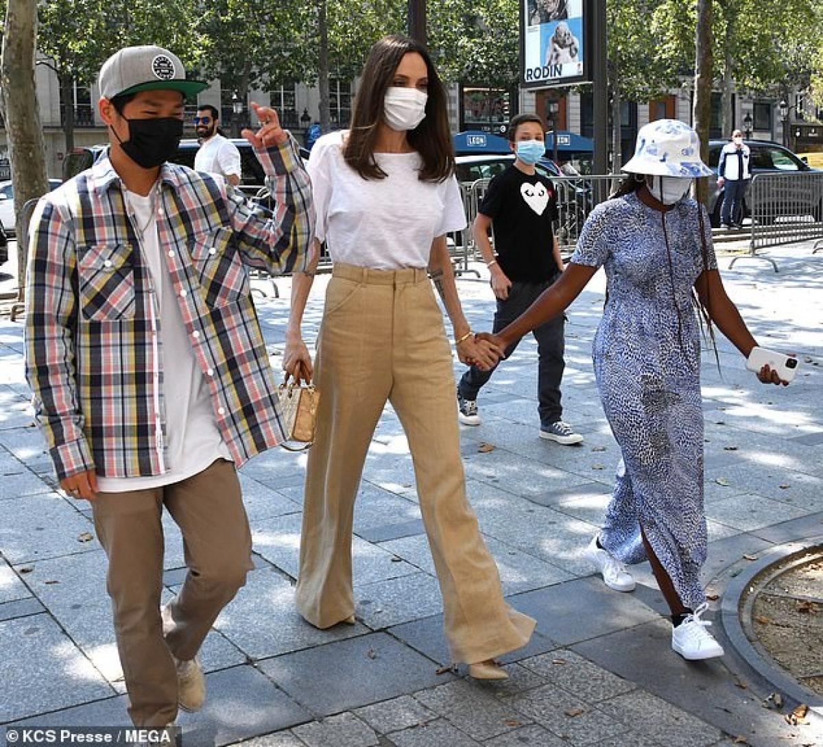 Angelina Jolie đưa các con đi du lịch nhiều nơi sau khi dịch Covid-19 đỡ căng thẳng ở Mỹ và châu Âu.