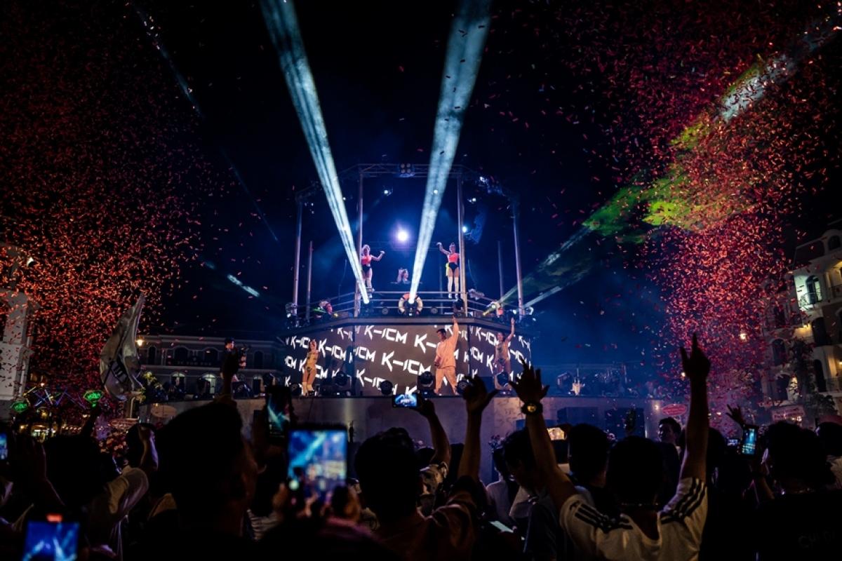 Không khí lễ hội sôi động tại Chợ đêm Phú Quốc (ảnh chụp sự kiện khai trương ngày 21/4)