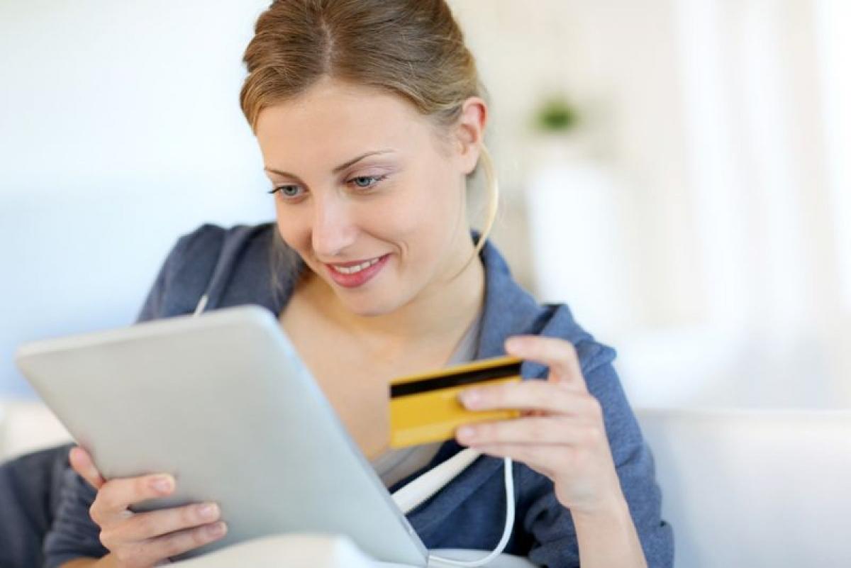 Nghiện mua sắm qua mạng: Các trang mua sắm điện tử đã giúp việc mua sắm của chúng ta trở nên đơn giản và tiện lợi hơn bao giờ hết. Một nghiên cứu trên những người thường xuyên mua sắm qua mạng đã cho thấy gần 35% những người tham gia đã chạm đến giới hạn nghiện mua sắm qua mạng. Một nghiên cứu khác cho thấy những người có hành vi mua sắm không kiểm soát thường có mức độ căng thẳng, lo âu cao hơn.