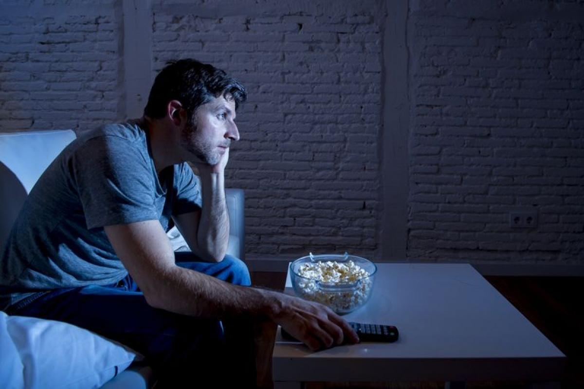 Nghiện TV: Một hoạt động hết sức bình thường như xem TV cũng có thể trở thành một thói quen xấu, thậm chí là nghiện. Nhiều nghiên cứu về đề tài nghiện TV đã cho thấy những người nghiện TV thường xem TV nhiều hơn họ dự định và gặp khó khăn trong việc rời mắt khỏi TV. Nghiện xem TV có thể dẫn đến sự bỏ bê các trách nhiệm hoặc các thói quen lành mạnh khác, từ đó gây ra nhiều vấn đề về sức khỏe thể chất và tinh thần./.