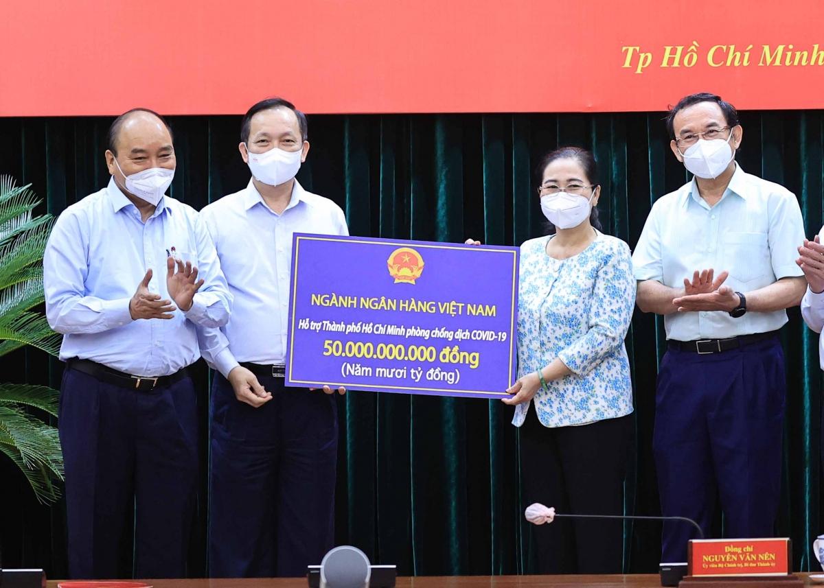Ngành ngân hàng hỗ trợ TP.HCM 50 tỷ đồng cho công tác phòng, chống dịch bệnh.