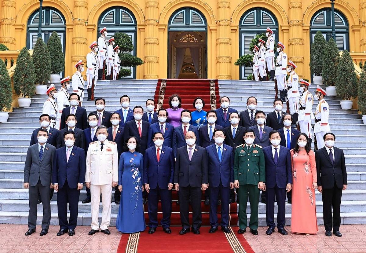 Chủ tịch nước Nguyễn Xuân Phúc, Thủ tướng Phạm Minh Chính, Chủ tịch Quốc hội Vương Đình Huệ và các thành viên Chính phủ.