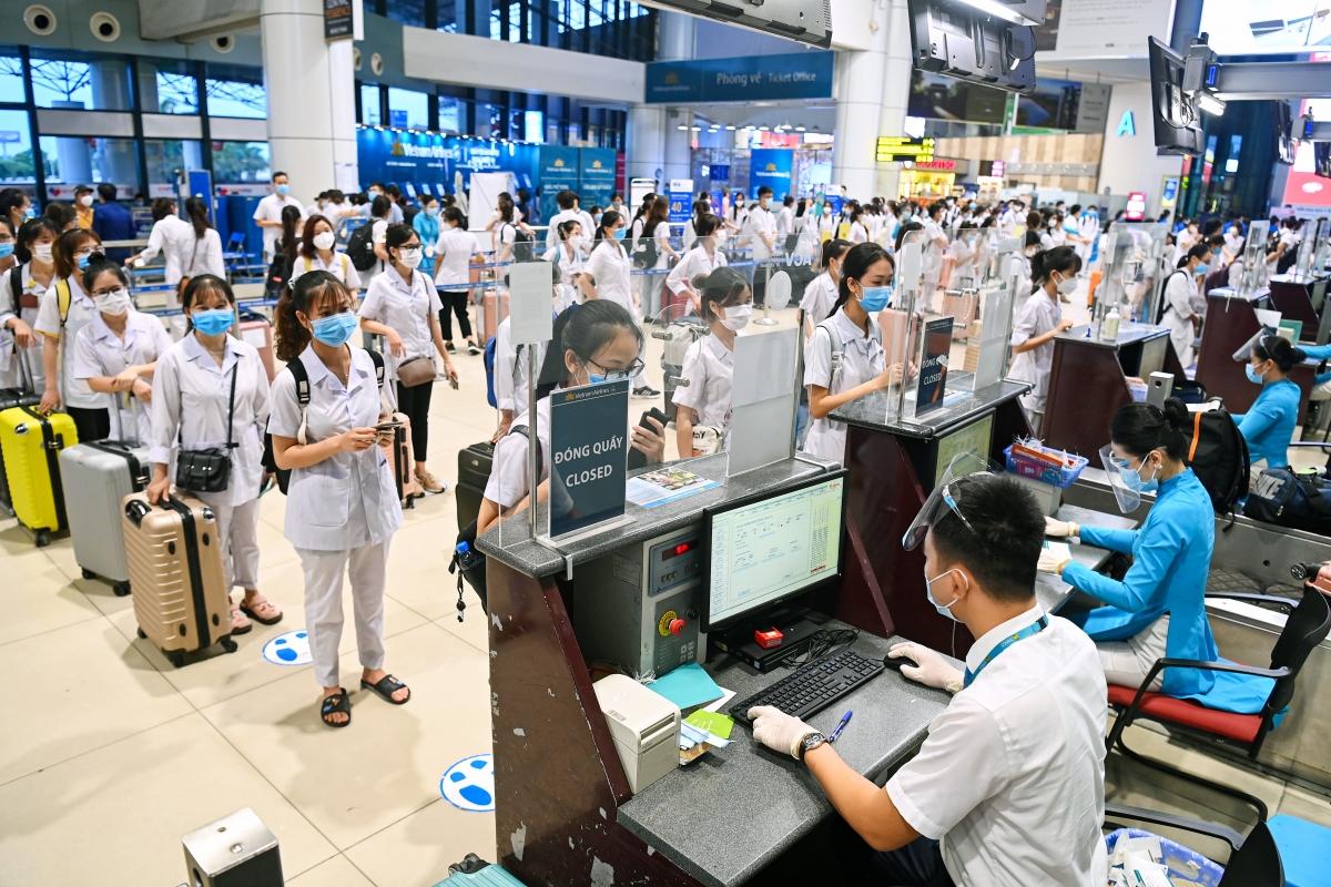 ACV miễn toàn bộ lệ phí hành khách, soi chiếu an ninh cho lực lượng y tế tham gia chống dịch tại TP.HCM và các tỉnh phía Nam cho tới khi hết dịch.