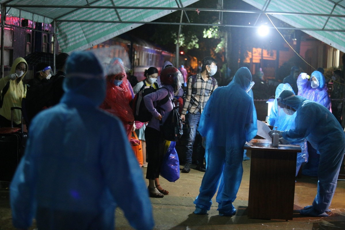 Rạng sáng 26/7, chuyến tàu SE14 chở 814 công dân Hà Tĩnh trở về quê nhà. (Ảnh: CTV)