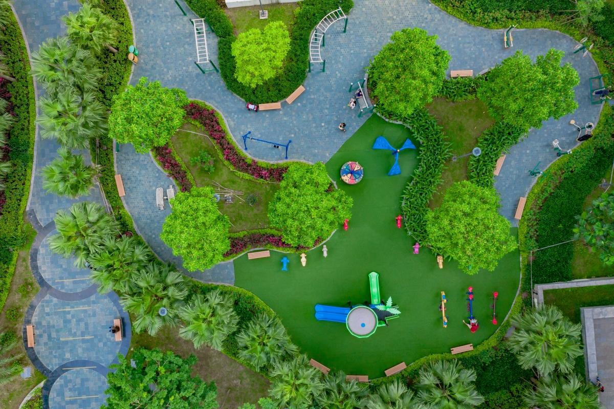 Từ nhành hoa, ngọn cỏ, ghế đá, dường dạo bộ tại An Bình City đều được chăm chút, nâng niu cẩn thận, kỹ càng.