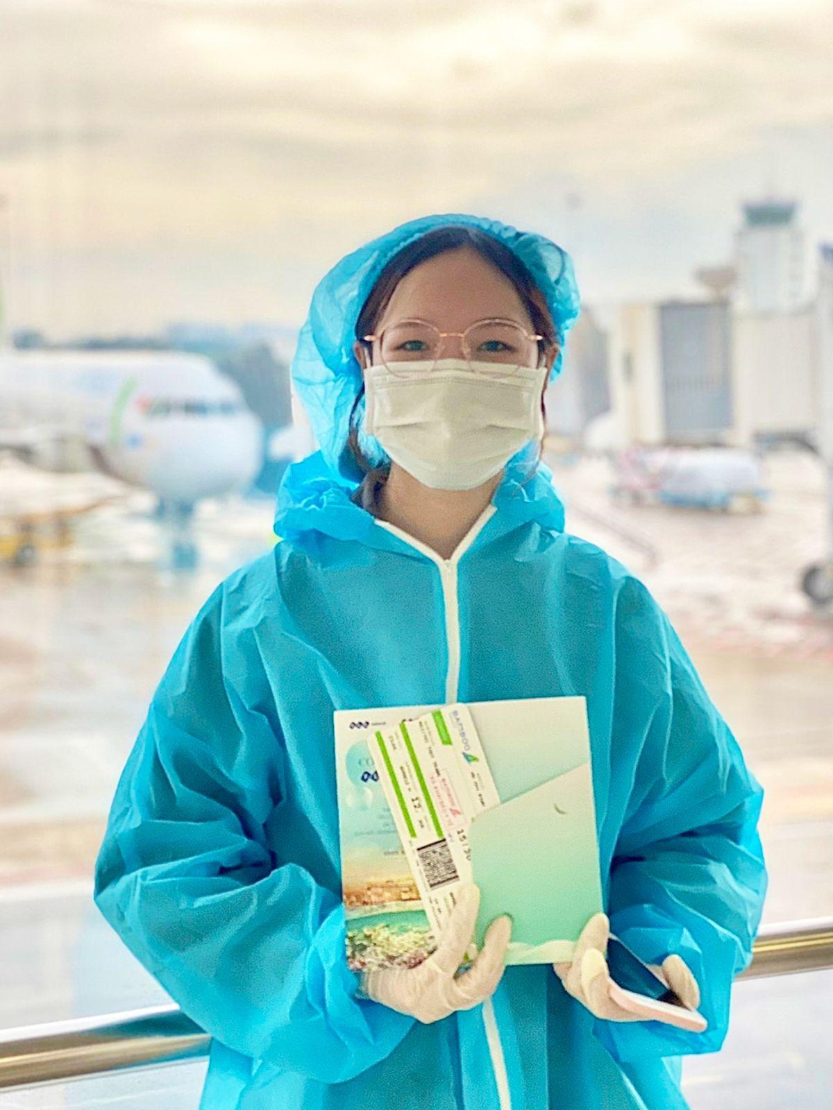 Bamboo Airways đã phối hợp chặt chẽ với UBND tỉnh Bình Định để lên phương án vừa đảm bảo an toàn bay, vừa đảm bảo an toàn phòng chống dịch Covid-19. Công dân được sàng lọc yếu tố dịch tễ lần 1 và được xét nghiệm bằng test nhanh kháng nguyên virus SARS CoV-2 trong thời gian không quá 72 giờ trước khi lên máy bay. Để đảm bảo an toàn tối đa cho hành khách và phi hành đoàn, các quy trình phòng, chống dịch bệnh theo quy định đều được áp dụng nghiêm ngặt trước, trong và sau hành trình bay.