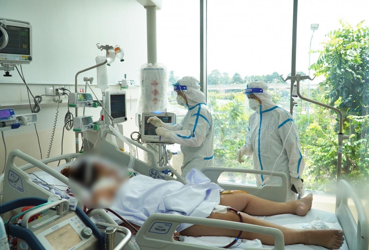 Áp lực từ các ca bệnh nặng lên vai y bác sĩ (Ảnh: BV cung cấp)