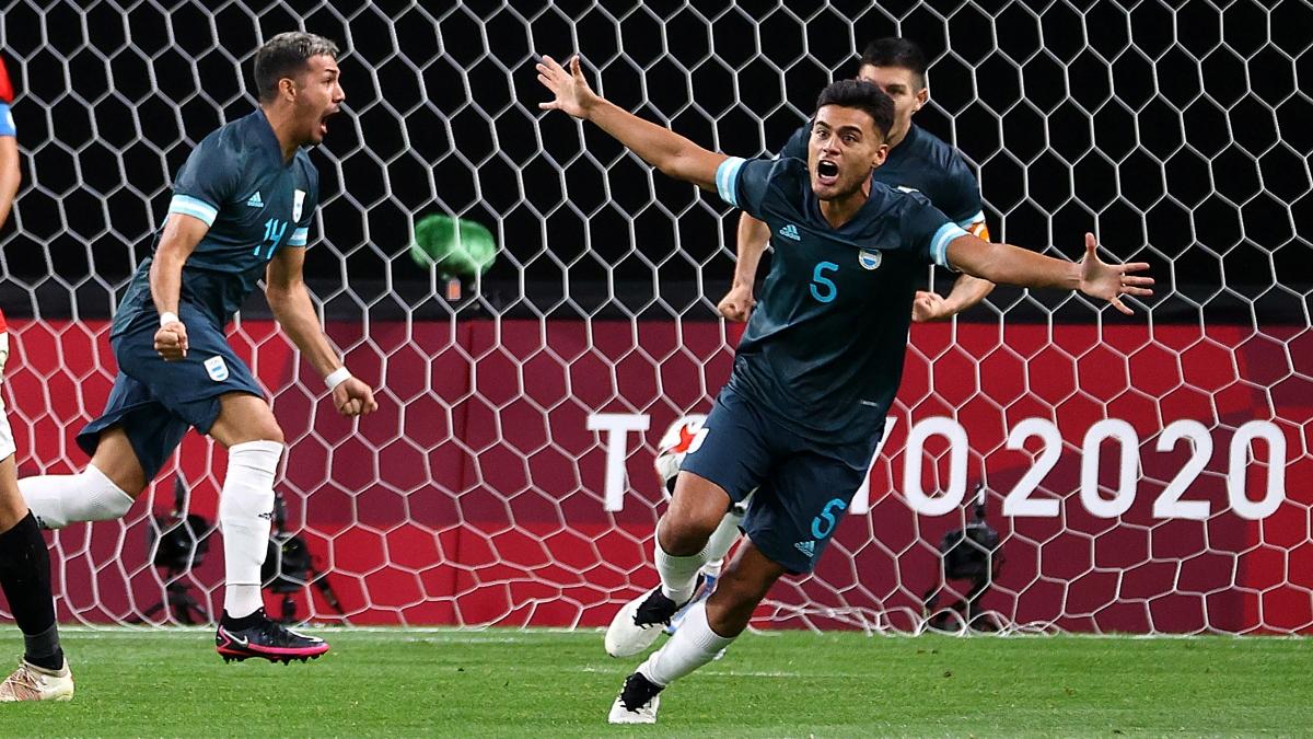 Ở trận đấu sớm của lượt trận thứ 2 bảng C, Argentina đã thắng Ai Cập 1-0. Điều đó khiến áp lực phải thắng Australia càng lớn với Tây Ban Nha. (Ảnh: Reuters).