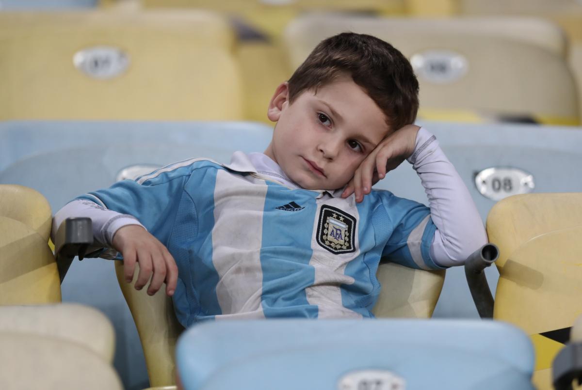 CĐV 2 đội Brazil và Argentina trên khán đài sân Maracana. (Ảnh: Reuters).