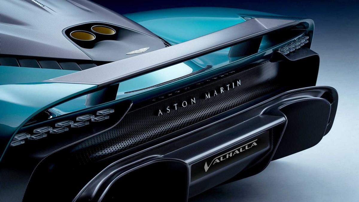 Với những nâng cấp khí động học bên ngoài, Aston Martin cho biết Valhalla hướng đến khả năng hoàn thành một vòng chạy tại Nurburgring dưới 6 phút 30 giây và tạo ra 600 kg lực ép ở tốc độ 250 km/h.