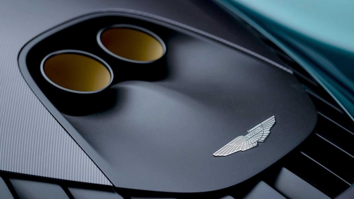 Hệ thống phanh sử dụng loại đĩa được làm bằng hợp kim gốm – sợi carbon pha kiểu Matrix mới giúp tối đa khả năng hãm. Valhalla được trang bị bộ mâm có thiết kế riêng, kích thước 20 inch ở bánh trước và 21 inch ở bánh.