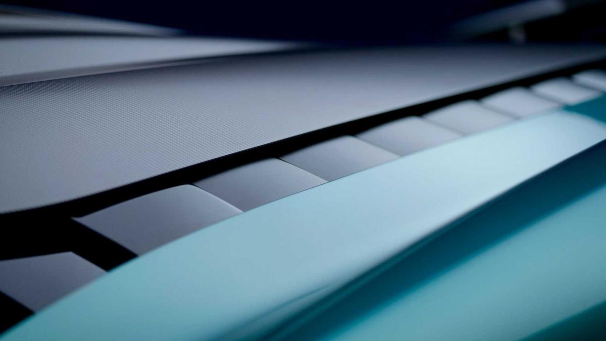 Hiện tại, Aston Martin chưa công bố bất cứ hình ảnh nào bên trong khoang lái của Valhalla phiên bản thương mại. Tuy nhiên, xe được hứa hẹn sẽ có hệ thống giải trí AM HMI thế hệ mới với màn hình cảm ứng tích hợp Apple CarPlay và Android Auto.