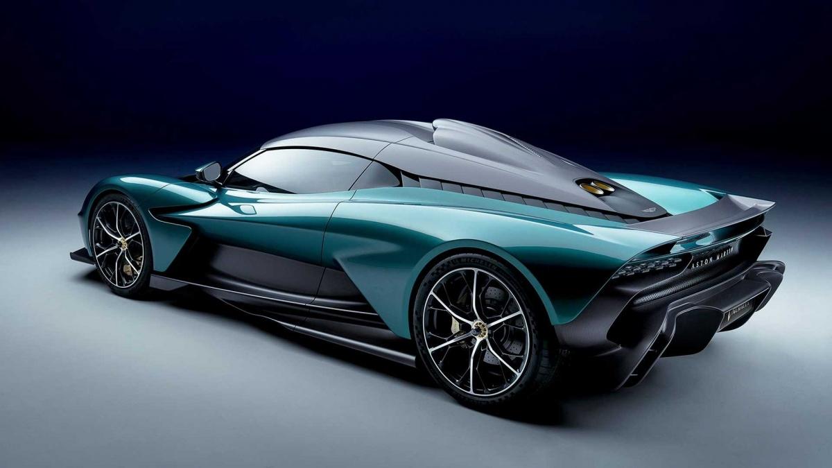 Với sức mạnh này, chiếc siêu xe dùng động cơ đặt giữa của Aston Martin có được khả năng tốc từ vị trí đứng yên lên 100 km/h trong chỉ 2,5 giây và tốc độ tối đa đạt 330 km/h.