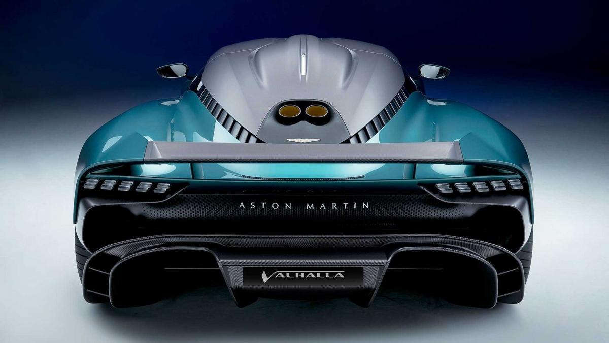 Hộp số ly hợp kép 8 cấp của Valhalla được Aston Martin thiết kế đặc biệt để sử dụng kèm hệ dẫn động lai điện này. Nó đi cùng bộ vi-sai chống trượt điện tử nhằm giúp tăng cường độ nhanh nhạy.