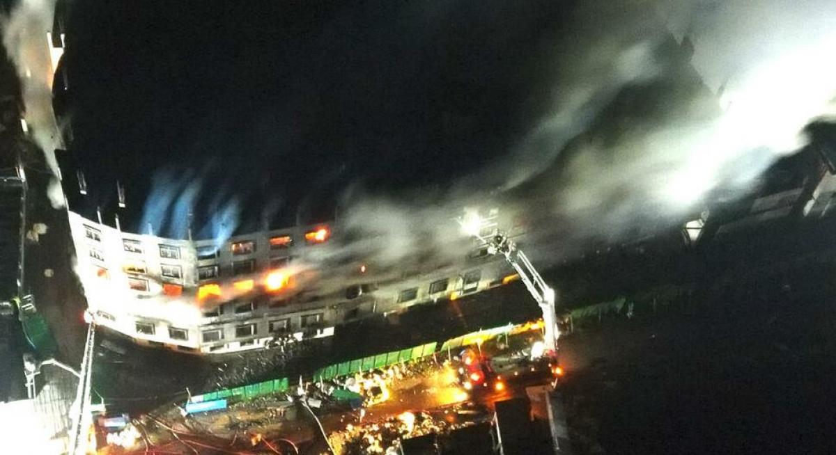Vụ cháy nhà máy ở Bangladesh nhìn từ trên cao. Ảnh: AFP