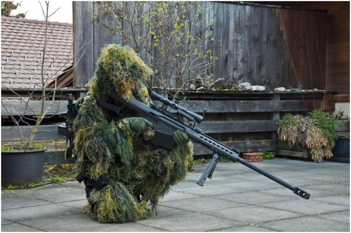 M82A3 trong tay của một trinh sát bắn tỉa của Quân đội Hoàng gia Anh. Ảnh: Reuters