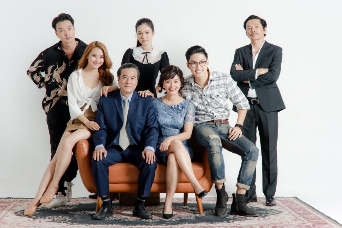 Hiếm hoi lắm khán giả mới thấy NSND Trung Anh, NSND Mạnh Cường và NSƯT Chiều Xuân cùng góp mặt trong một bộ phim.