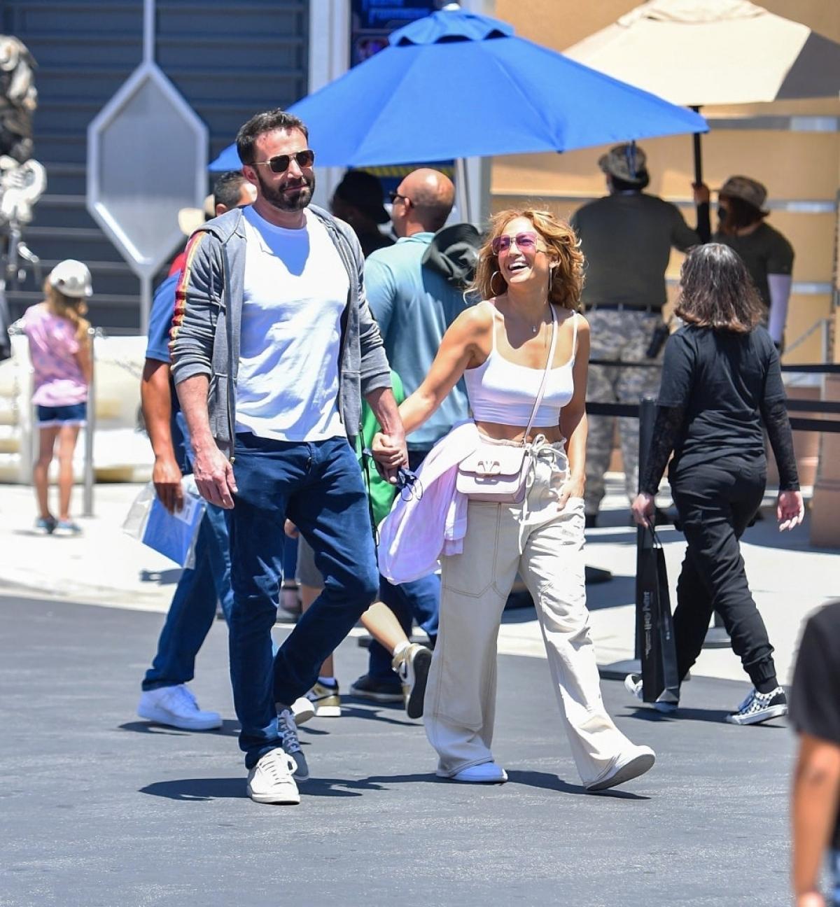 Lần đầu tiên sau nhiều năm, họ được phát hiện dành thời gian bên nhau vào tháng 4 năm nay, sau khi Jennifer Lopez chia tay Alex Rodriguez. Kể từ đó, hai ngôi sao thường xuyên bị bắt gặp đi chơi cùng nhau và dành thời gian cho các con của nhau. Nguồn: Backgrid./.