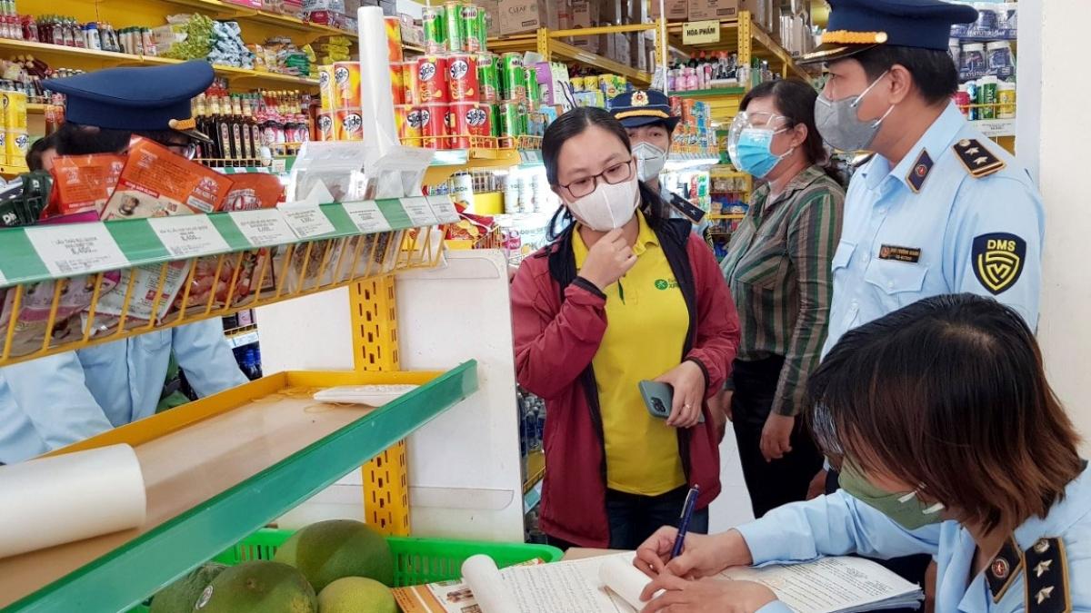 Lực lượng QLTT tỉnh Sóc Trăng kiểm tra cửa hàng Bách Hóa Xanh tại TP. Sóc Trăng