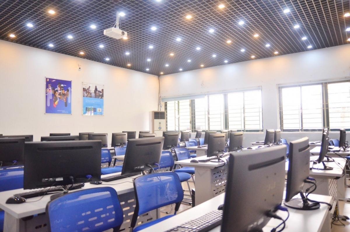 Phòng học CNTT tại BKACAD.