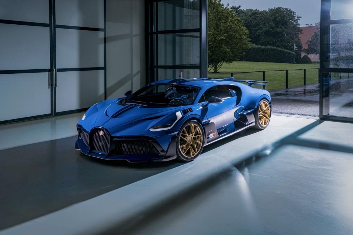 Ra mắt lần đầu tại Pebble Beach Concours d'Elegence vào tháng 8/2018, những chiếc Bugatti Divo đầu tiên đã được bàn giao đến tay chủ nhân của chúng vào giữa năm 2020, tức gần 2 năm sau khi ra mắt.