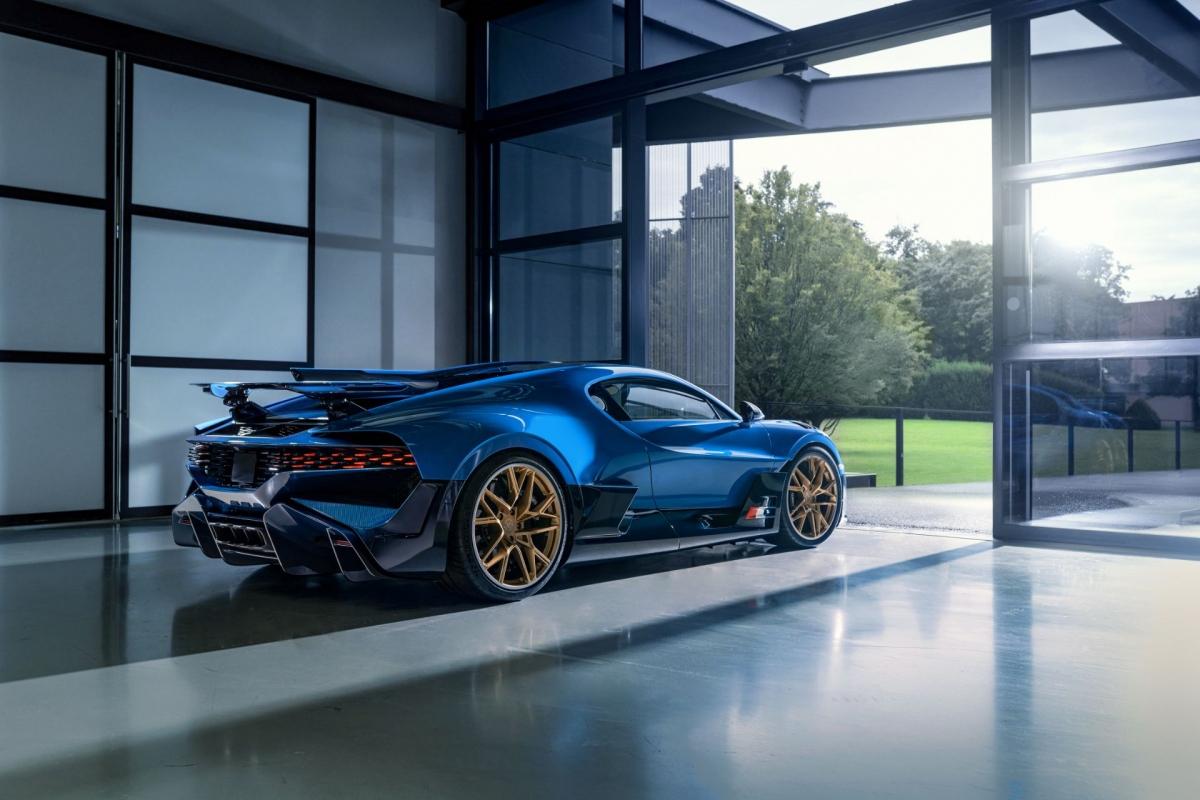 Theo giám đốc bán hàng và vận hành, ông Hendrik Malinowsky, tất cả 40 chiếc Divo đều đã được bán hết trong vòng vài tuần khi được giới thiệu đến khách hàng đặc biệt từ đầu năm 2018. Bugatti cho biết tất cả 40 chiếc Divo đều được cá nhân hóa độc nhất vô nhị, khác nhau hoàn toàn.