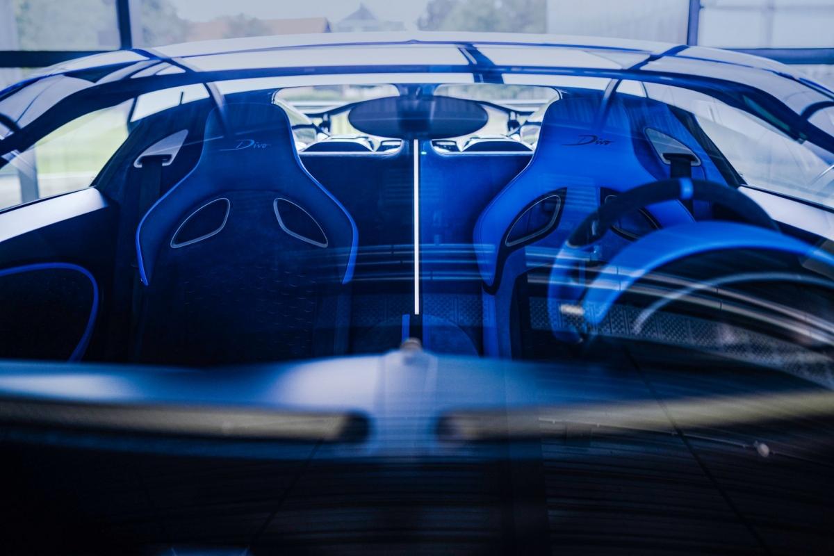 Bugatti Divo được trang bị động cơ W16 với bốn bộ tăng áp, dung tích khủng 8.0 lít. Động cơ này có thể tạo ra công suất cực đại lên đến 1.500 mã lực, tương tự như những chiếc Bugatti khác.