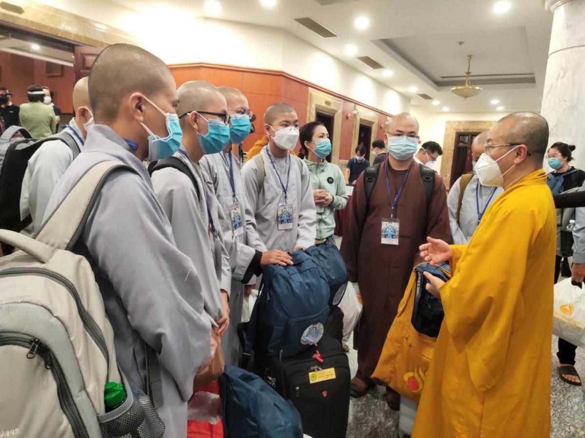 Các tình nguyện viên Phật giáo tại lễ xuất quân.
