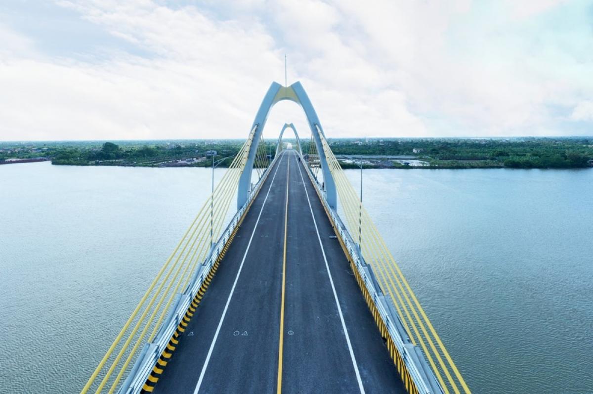 Cầu Quang Thanh kết nối huyện An Lão (TP Hải Phòng) và huyện Thanh Hà (tỉnh Hải Dương) qua sông Văn Úc. Ảnh: Hồng Phong.