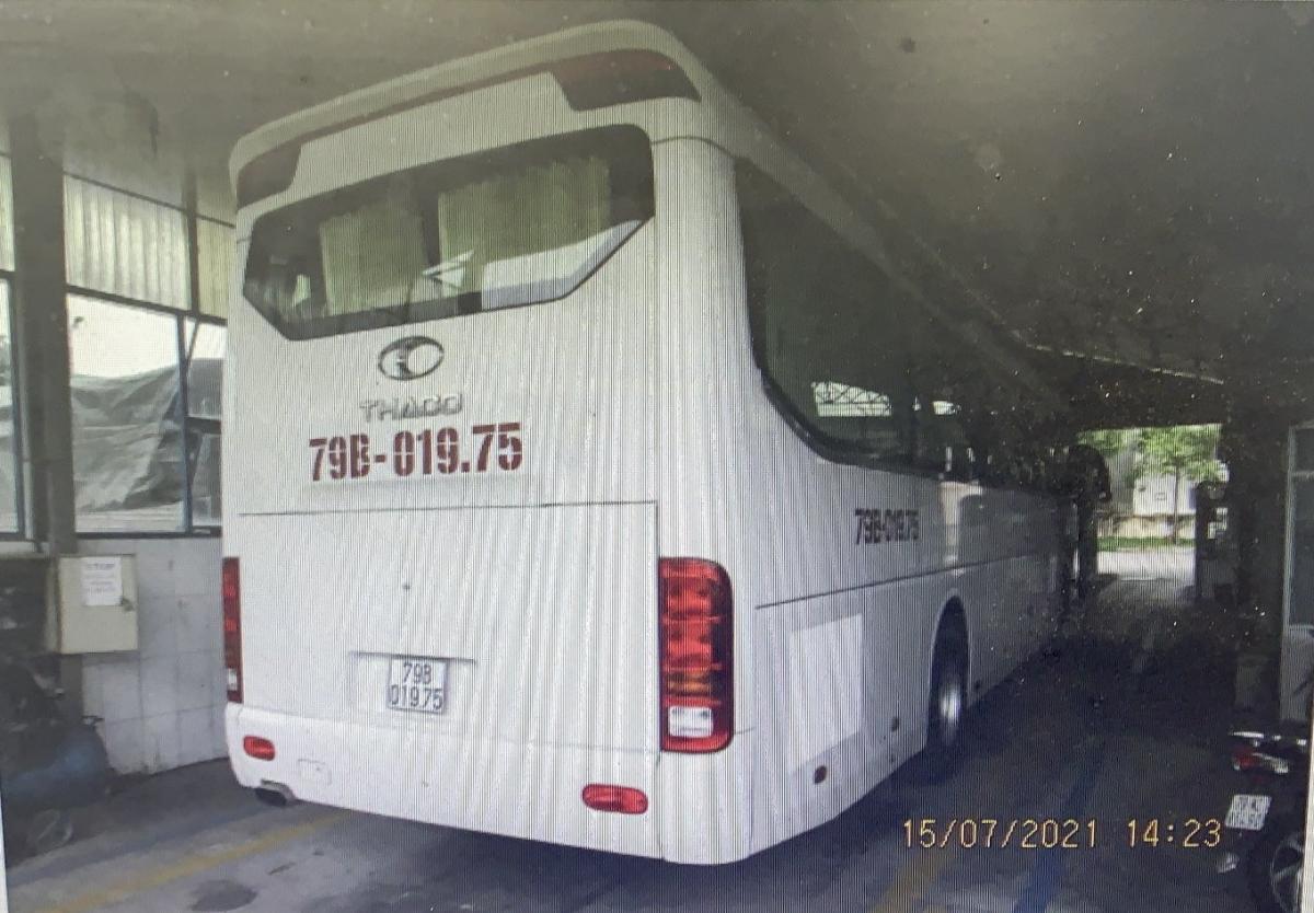 Chiếc xe khách được tháo ghế để chở hàng