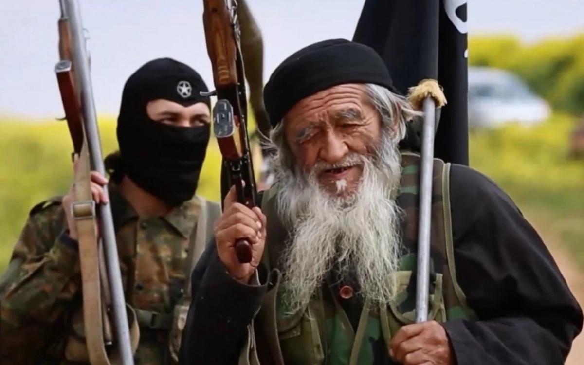 Một chiến binh Hồi giáo Duy Ngô Nhĩ cao niên (phải). Ảnh: SCMP.