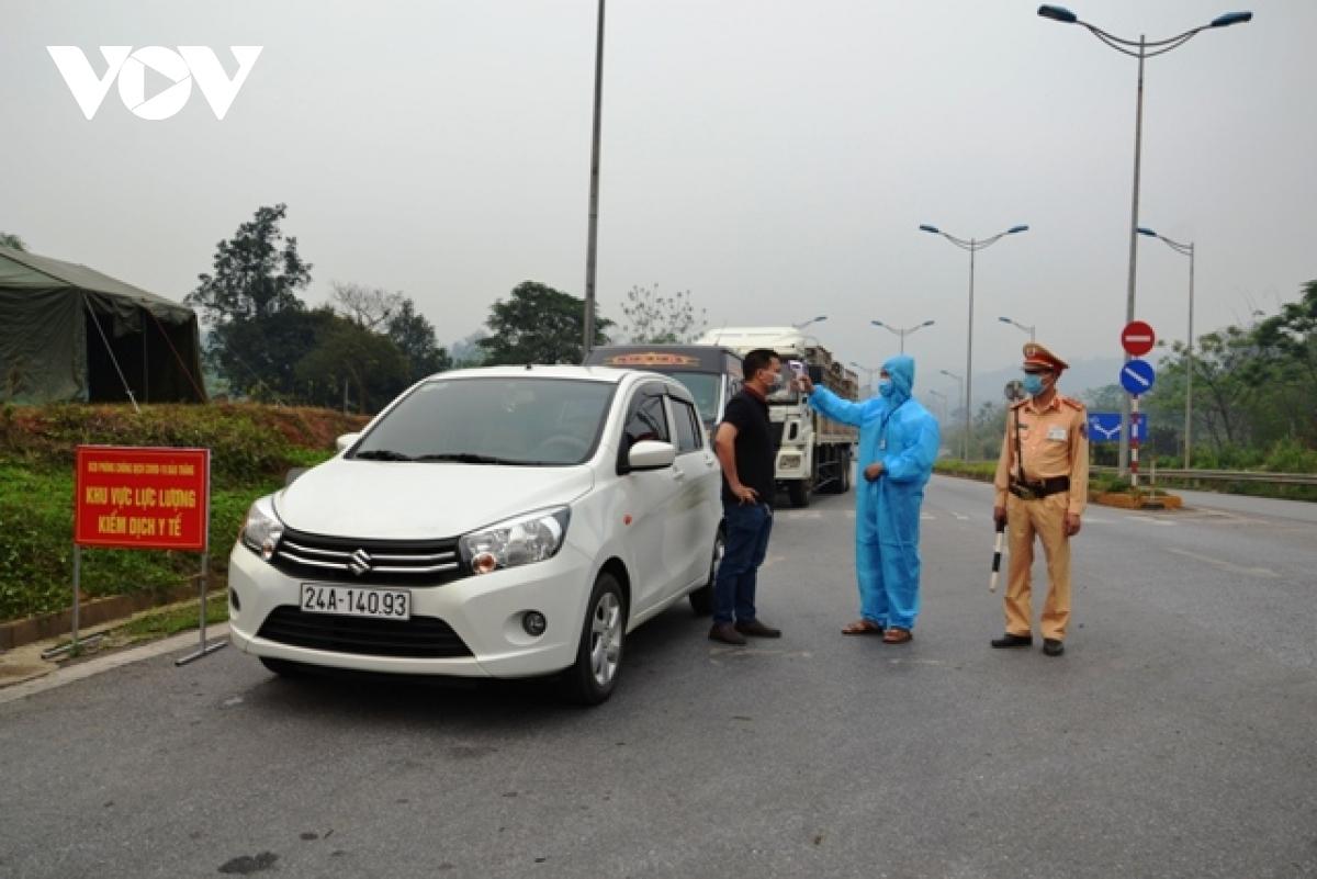Chốt kiểm dịch tại các cửa ngõ ra vào thành phố Hà Nội.